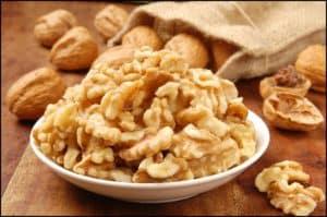 Delicious walnut kernel in a white bowl 300x199 - Quả Óc Chó Mỹ Nguyên Hạt