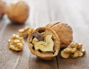 walnuts cracked 10 daily habits blast belly fat 300x231 - Quả Óc Chó Mỹ Nguyên Hạt